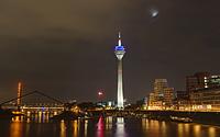 Düsseldorfer MEdienhafen: Rheinkniebrücke, Rheinturm und die Gehry-Häuser