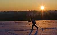 Skilangläuferin in Steckenborn beim Sonnenuntergang