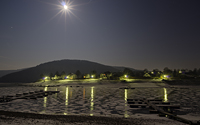 Helle Vollmondnacht bei sibirischer Kälte am Rursee in der Woffelsbacher Bucht