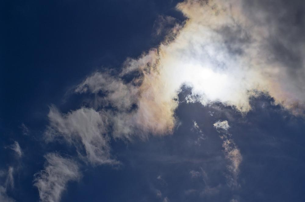 http://www.eifelmomente.de/albums/Erscheinungen/2011_06_23_Irisierende_Wolken/2011_06_23_-_01_Irisierende_Wolken_in_Simmerath_DNG_bearb.jpg