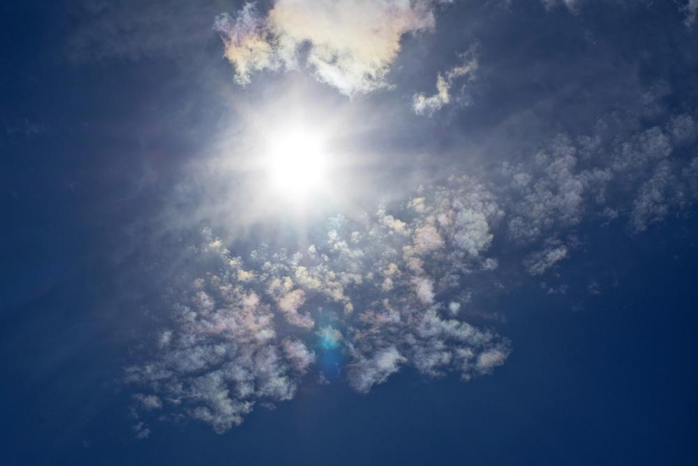 http://www.eifelmomente.de/albums/Erscheinungen/2011_06_23_Irisierende_Wolken/2011_06_23_-_03_Irisierende_Wolken_in_Simmerath_DNG_bearb_ausschn.jpg