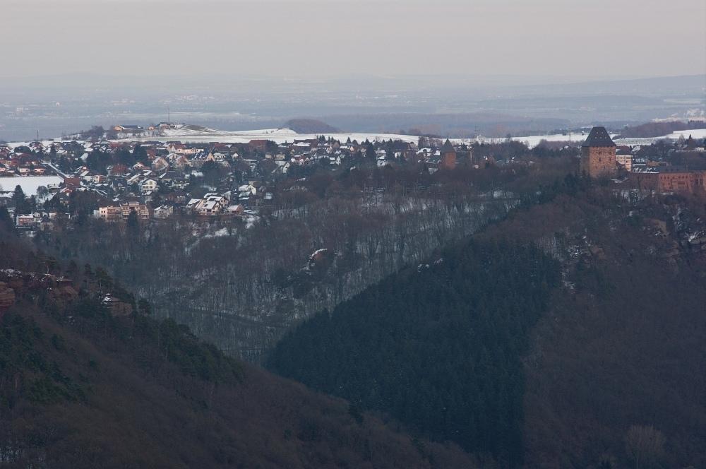 http://www.eifelmomente.de/albums/Nordeifel/Fruehjahr/2010_03_08_Sonnenuntergang_Burgberg/2010_03_08_-_43_Sonnenuntergang_Krawutschketurm_DNG_bearb.jpg