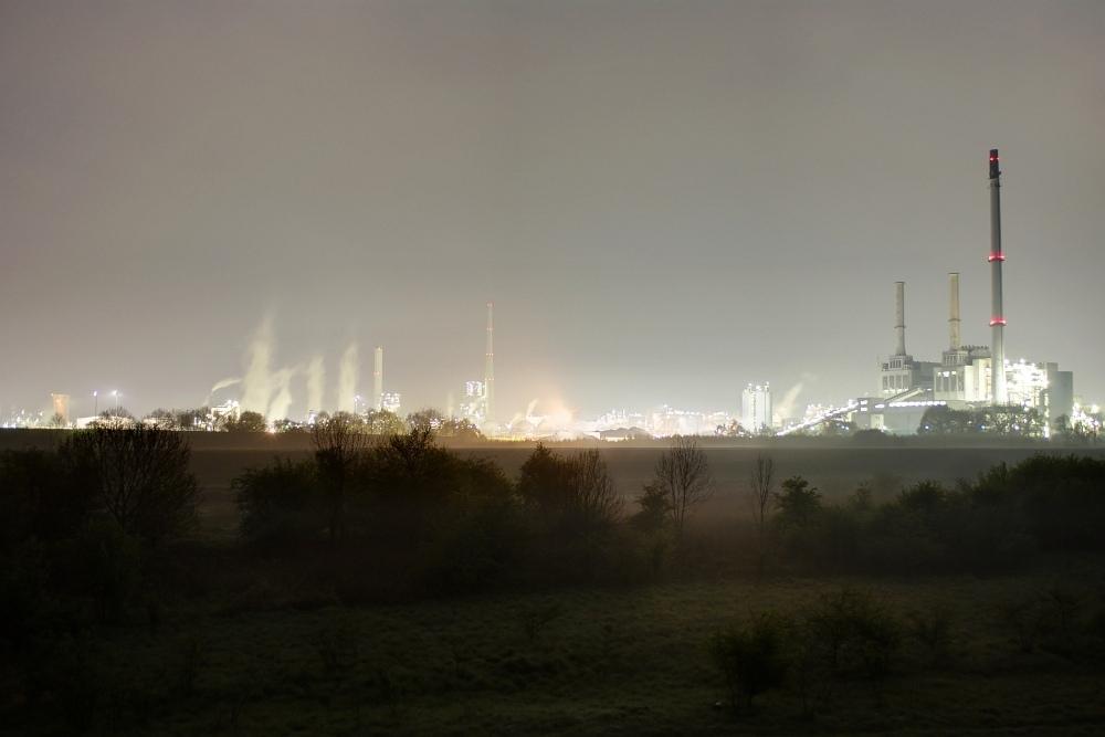 http://www.eifelmomente.de/albums/Nordeifel/Fruehjahr/2010_04_27-28_Nachtaufnahmen_Ruhrgebiet_2/2010_04_28_-_176_Chemiepark_Marl_DRI_bearb_ausschn.jpg