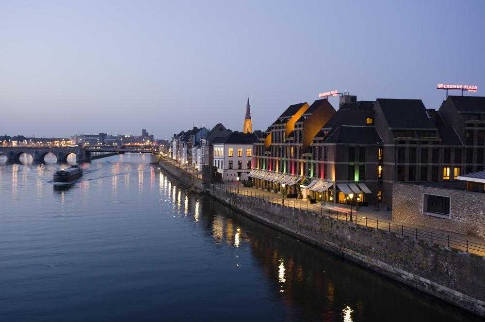 http://www.eifelmomente.de/albums/Nordeifel/Fruehjahr/2011_03_09_Nachtaufnahmen_Maastricht_2/2011_03_08_-_097_Maastricht_Hoge_Brug_DNG_bearb.jpg