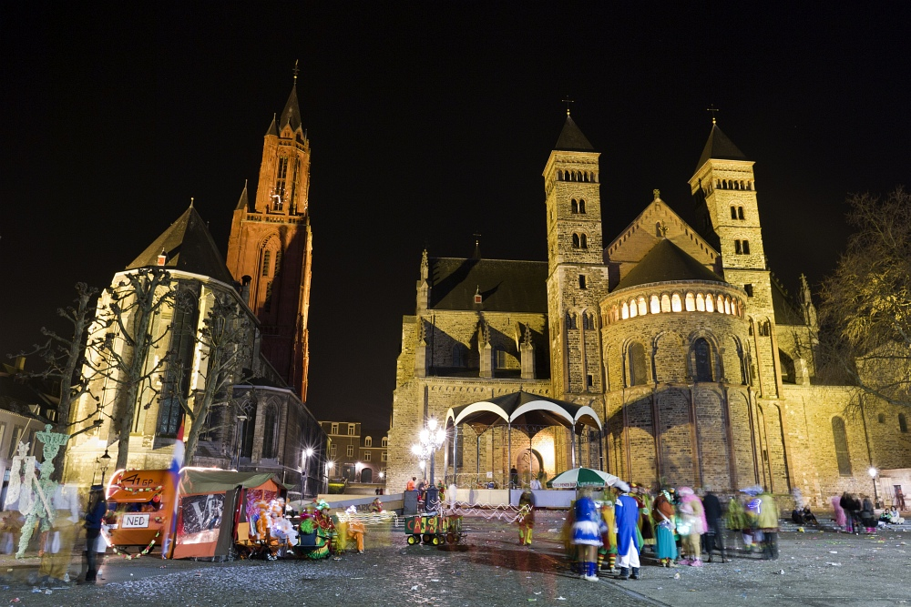 http://www.eifelmomente.de/albums/Nordeifel/Fruehjahr/2011_03_09_Nachtaufnahmen_Maastricht_2/2011_03_08_-_188_Maastricht_Vrijthof_DNG_bearb_ausschn.jpg