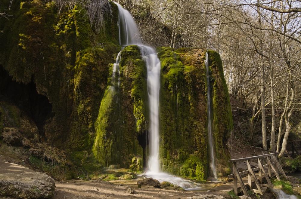 http://www.eifelmomente.de/albums/Nordeifel/Fruehjahr/2011_04_10_Kalkeifel/2011_04_10_-_228_Wasserfall_Dreimuehlen_DNG_bearb.jpg