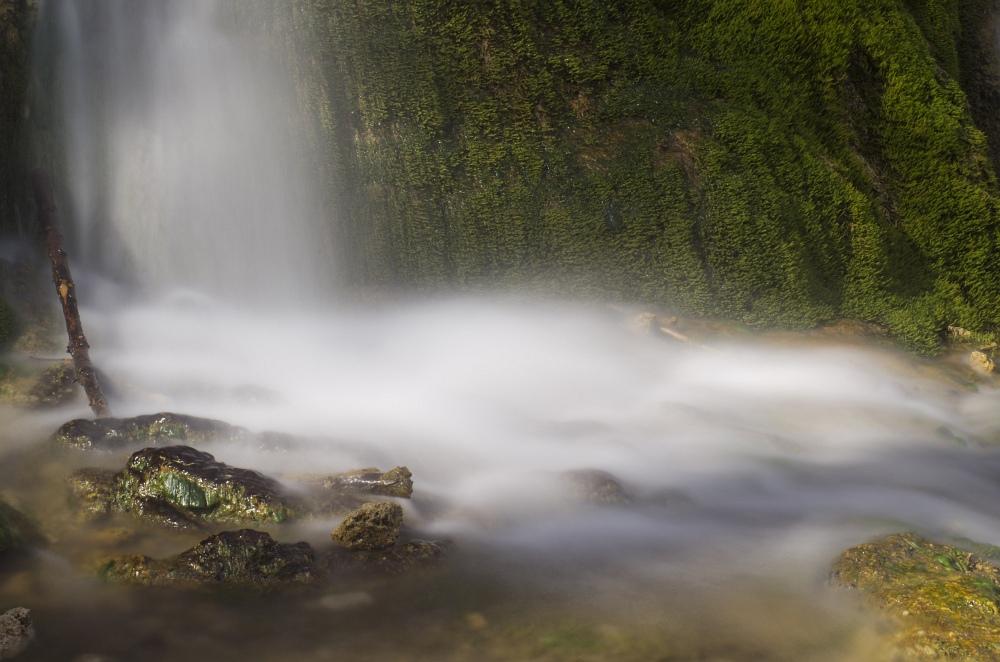 http://www.eifelmomente.de/albums/Nordeifel/Fruehjahr/2011_04_10_Kalkeifel/2011_04_10_-_237_Wasserfall_Dreimuehlen_DNG_bearb.jpg