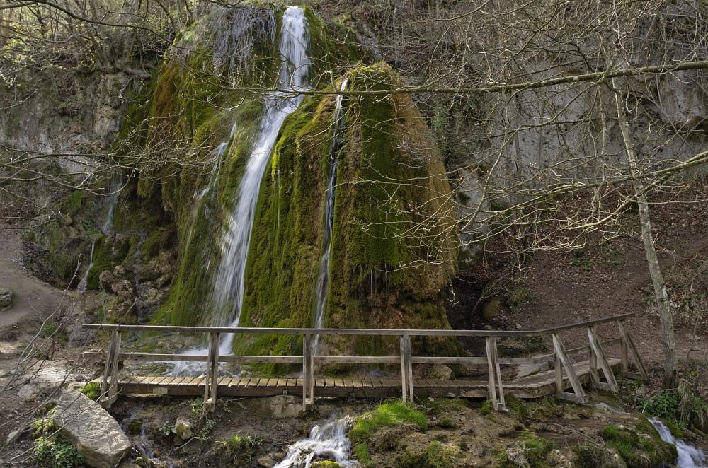 http://www.eifelmomente.de/albums/Nordeifel/Fruehjahr/2011_04_10_Kalkeifel/2011_04_10_-_258_Wasserfall_Dreimuehlen_DNG_bearb.jpg