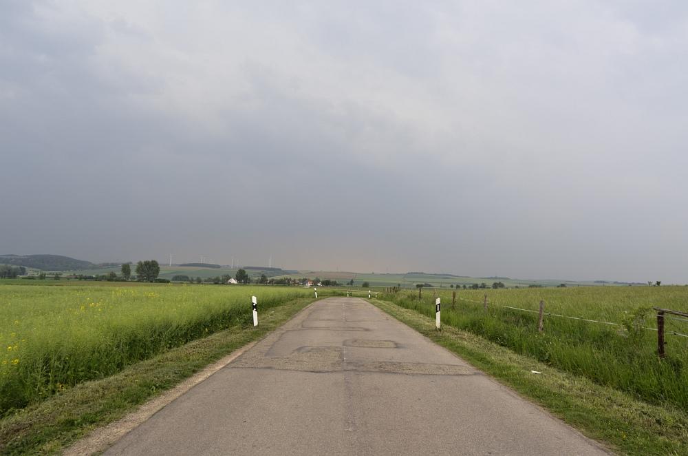 http://www.eifelmomente.de/albums/Nordeifel/Fruehjahr/2011_05_10_Chasing_Eifel_und_Rheinland/2011_05_10_-_30_Bei_Eppenich_DNG_bearb.jpg