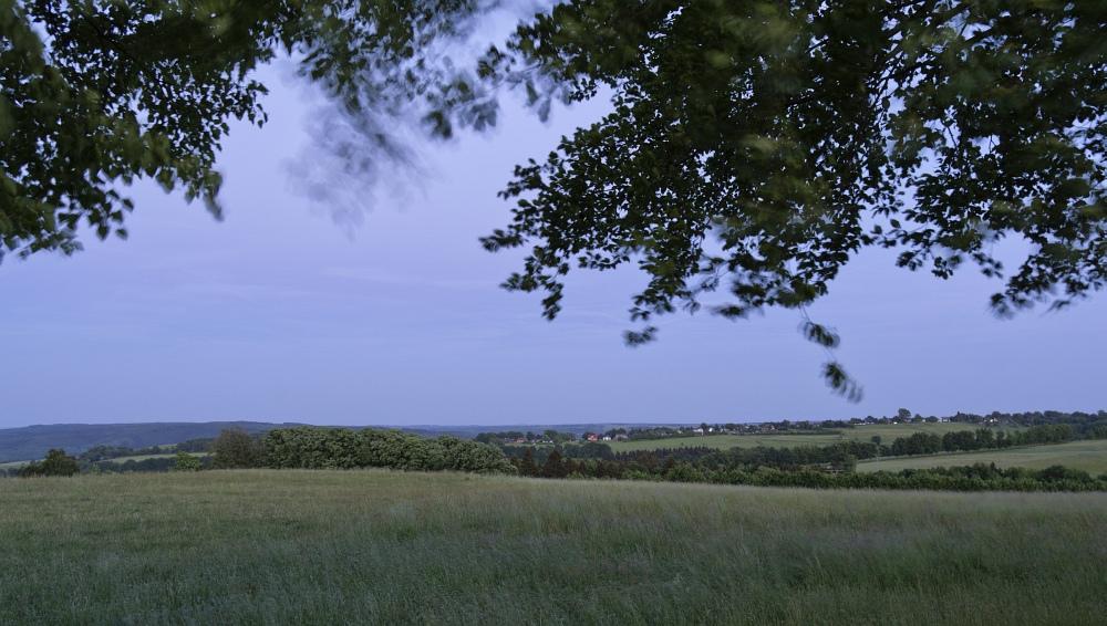 http://www.eifelmomente.de/albums/Nordeifel/Fruehjahr/2011_05_22_Schauer_Sonnenuntergang_Nachtaufnahmen/2011_05_22_-_73_Windpark_Strauch_DNG_bearb_ausschn.jpg