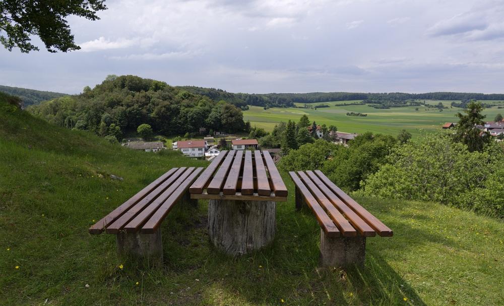 http://www.eifelmomente.de/albums/Nordeifel/Fruehjahr/2011_05_26-06_02_Urlaub_Schwaebische_Alb/2011_05_31_-_055_Steinheimer_Becken_DNG_bearb_ausschn.jpg