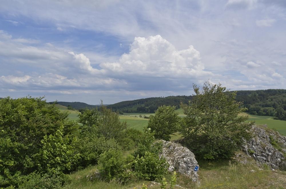 http://www.eifelmomente.de/albums/Nordeifel/Fruehjahr/2011_05_26-06_02_Urlaub_Schwaebische_Alb/2011_05_31_-_075_Steinheimer_Becken_DNG_bearb.jpg