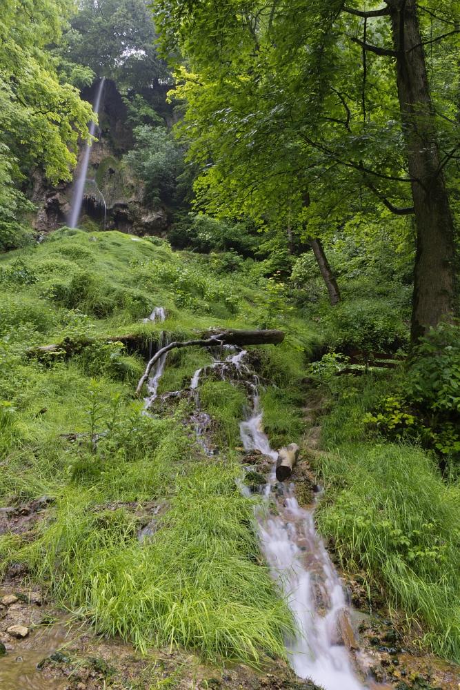 http://www.eifelmomente.de/albums/Nordeifel/Fruehjahr/2011_05_26-06_02_Urlaub_Schwaebische_Alb/2011_06_01_-_031_Uracher_Wasserfall_DNG_bearb.jpg