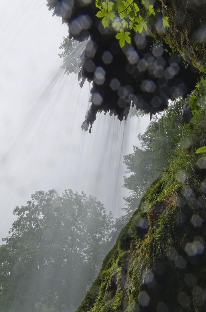 http://www.eifelmomente.de/albums/Nordeifel/Fruehjahr/2011_05_26-06_02_Urlaub_Schwaebische_Alb/2011_06_01_-_046_Uracher_Wasserfall_DNG_bearb.jpg