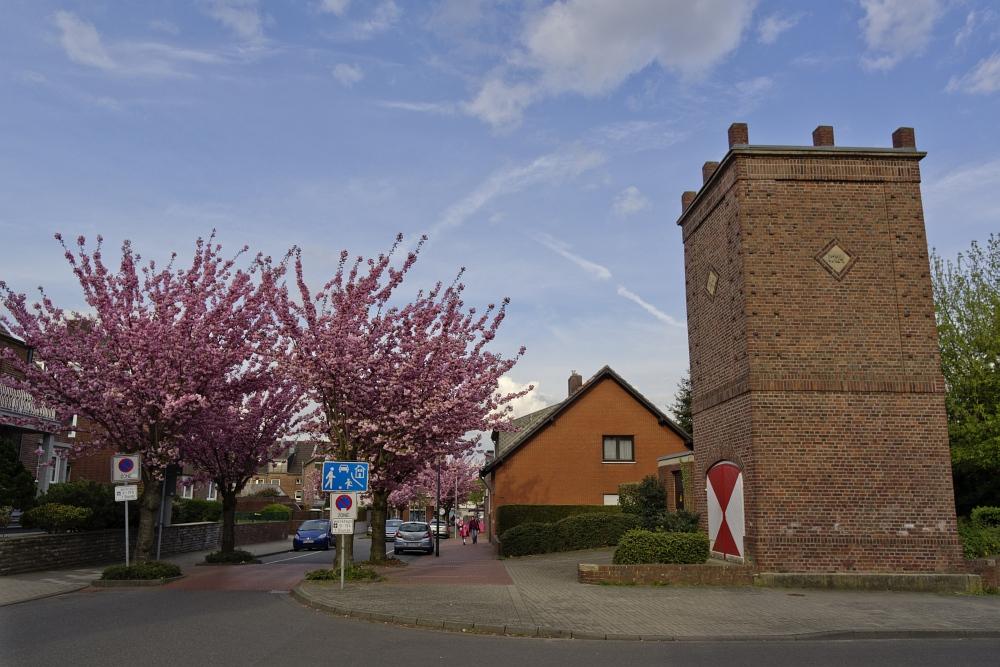 http://www.eifelmomente.de/albums/Nordeifel/Fruehjahr/2011_Fruehling_Eifel/2011_04_13_-_56_Baesweiler_Feuerwehrturm_DNG_bearb.jpg