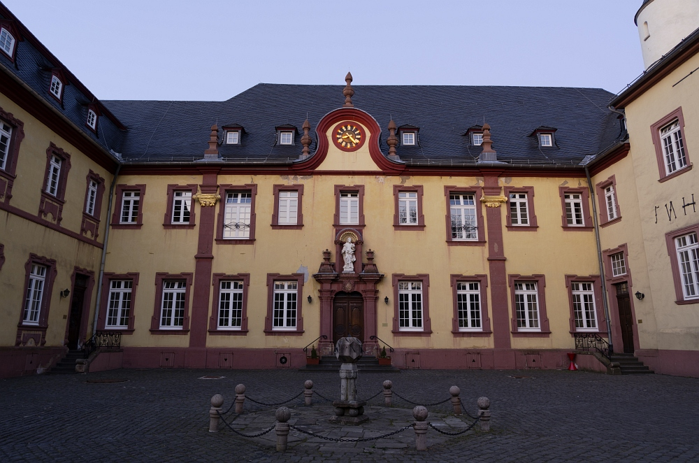 http://www.eifelmomente.de/albums/Nordeifel/Fruehjahr/2012_03_28-04_01_Kalkeifel/2012_03_28_-_253_Kloster_Steinfeld_DNG_bearb.jpg