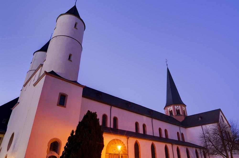 http://www.eifelmomente.de/albums/Nordeifel/Fruehjahr/2012_03_28-04_01_Kalkeifel/2012_03_28_-_257_Kloster_Steinfeld_DNG_DRI_bearb.jpg