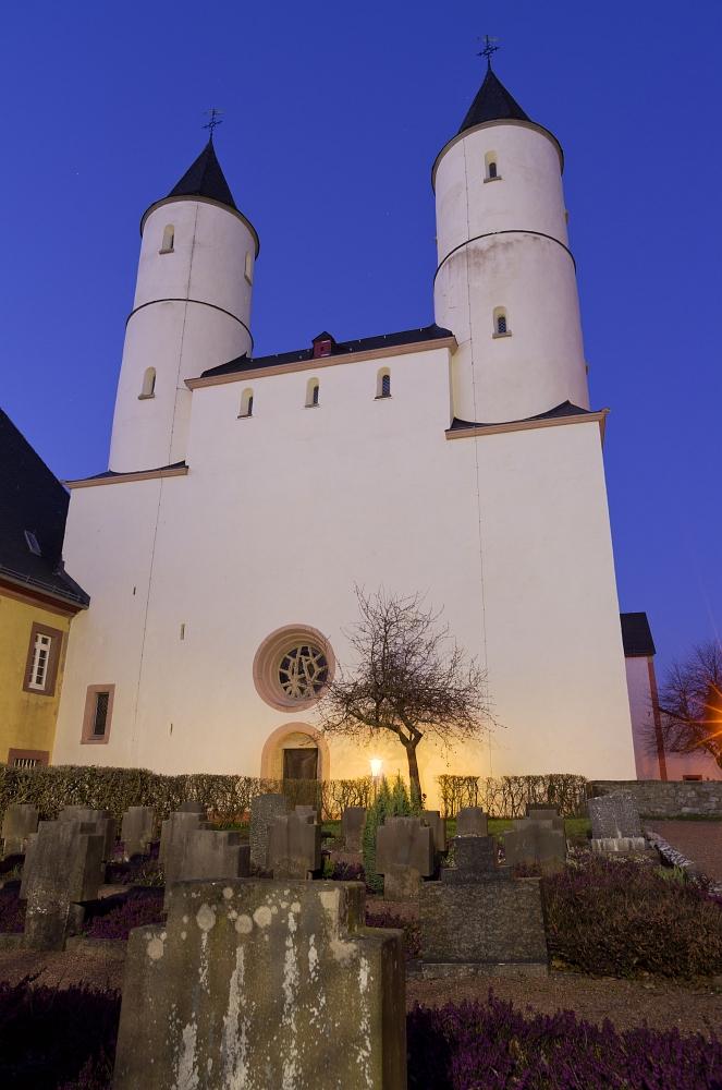 http://www.eifelmomente.de/albums/Nordeifel/Fruehjahr/2012_03_28-04_01_Kalkeifel/2012_03_28_-_260_Kloster_Steinfeld_DNG_DRI_bearb.jpg