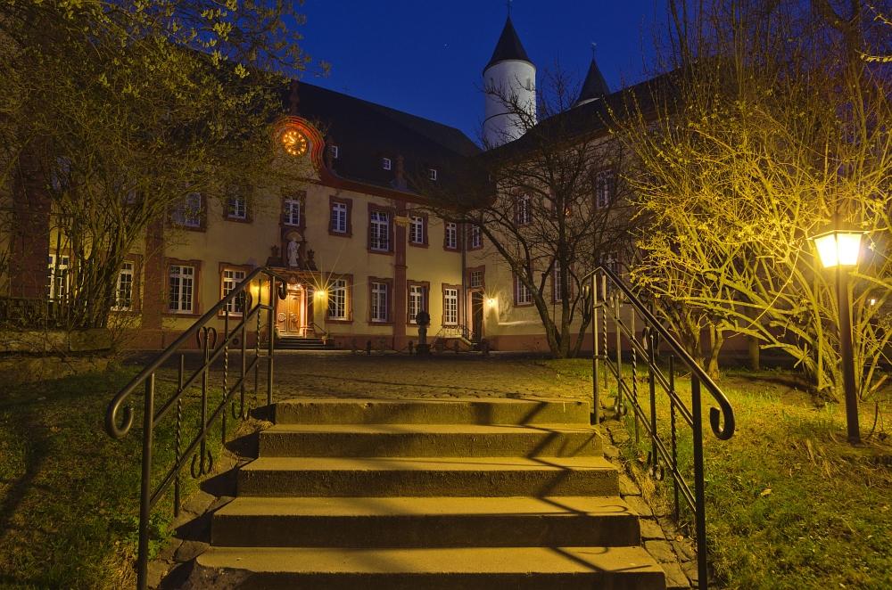 http://www.eifelmomente.de/albums/Nordeifel/Fruehjahr/2012_03_28-04_01_Kalkeifel/2012_03_28_-_272_Kloster_Steinfeld_DNG_DRI_bearb.jpg