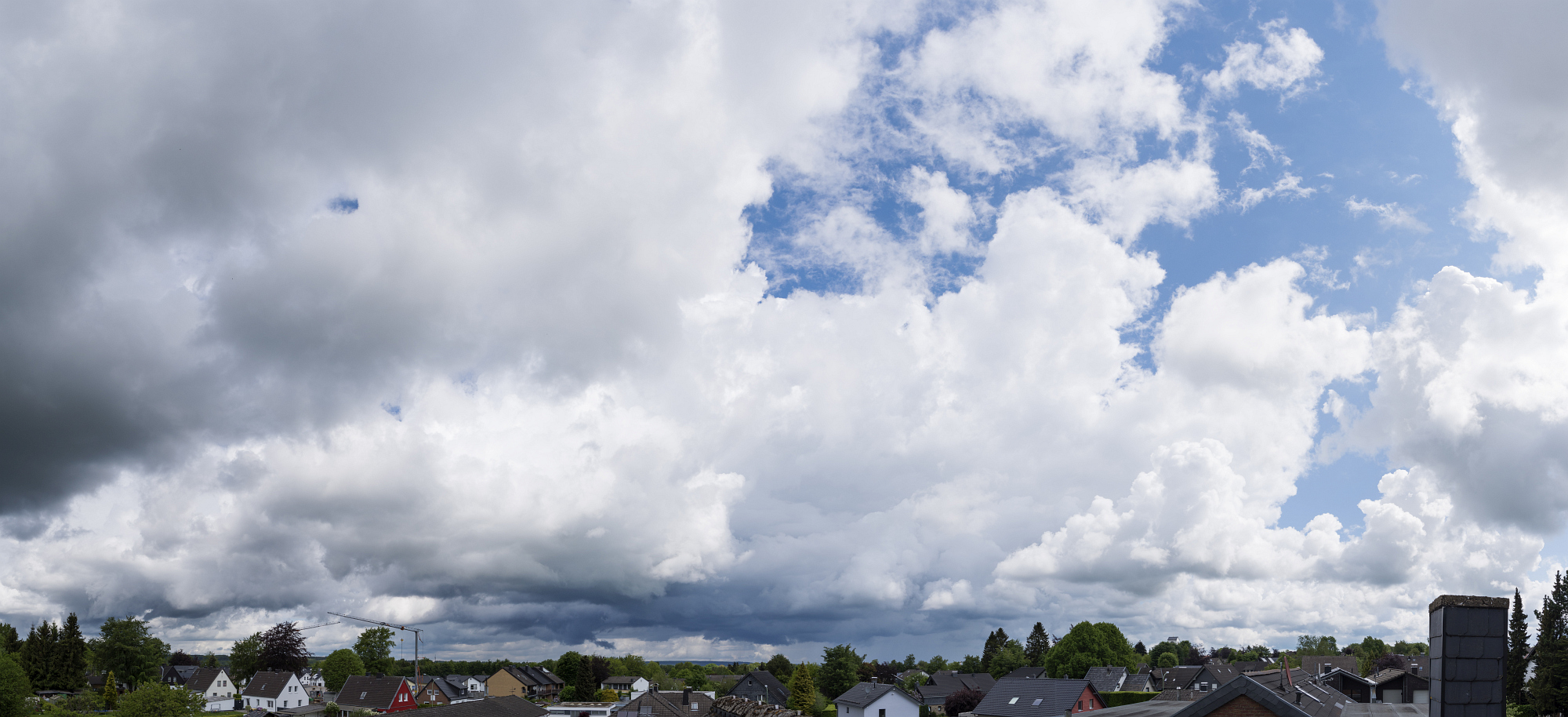 http://www.eifelmomente.de/albums/Nordeifel/Fruehjahr/2016_05_27_Tornado_Gewitter_Eifel_Boerde/2016_05_27_-_08_Simmerath_Schauer_DNG_Pano_bearb.jpg