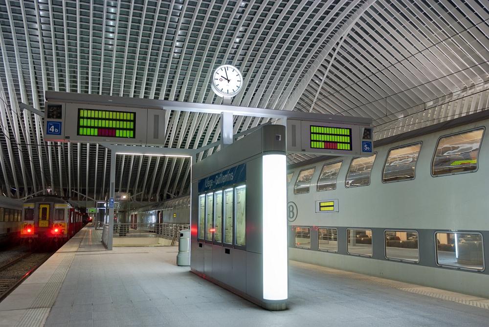 http://www.eifelmomente.de/albums/Nordeifel/Herbst/2009_11_07-08_Nachtaufnahmen_in_Seraing_und_Luettich/2009_11_07_-_039_TGV-Bahnhof_Liege-Guillemins_DNG_DRI_bearb.jpg
