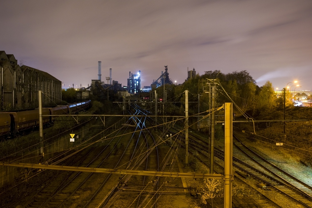 http://www.eifelmomente.de/albums/Nordeifel/Herbst/2009_11_20-21_Nachtaufnahmen_in_und_um_LuettichII/2009_11_21_-_12_Aussicht_von_Ougree_DNG_bearb_ausschn.jpg
