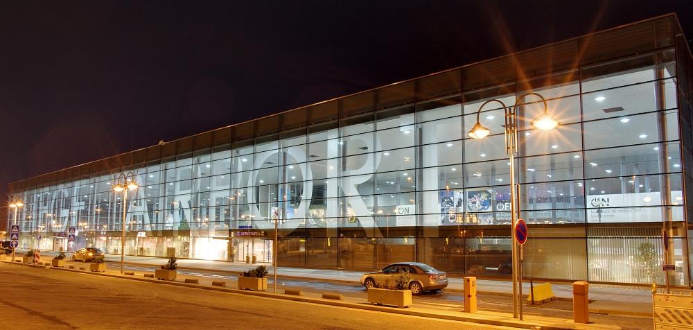 http://www.eifelmomente.de/albums/Nordeifel/Herbst/2010_11_20_Nachtaufnahmen_Seraing_und_Luettich_3/2010_11_20_-_057_Liege_Airport_DRI_bearb_ausschn.jpg