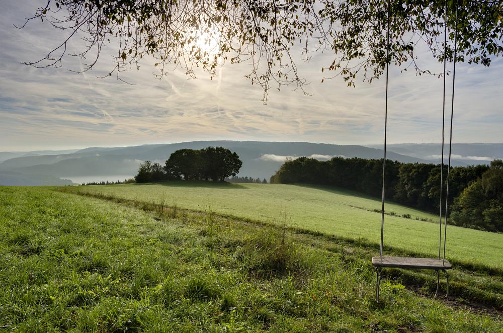 http://www.eifelmomente.de/albums/Nordeifel/Herbst/2014_09_28_Sonnenaufgang_Hoevel/2014_09_28_-_297_Bei_Steckenborn_DNG_DRI_Photomatix_bearb.jpg