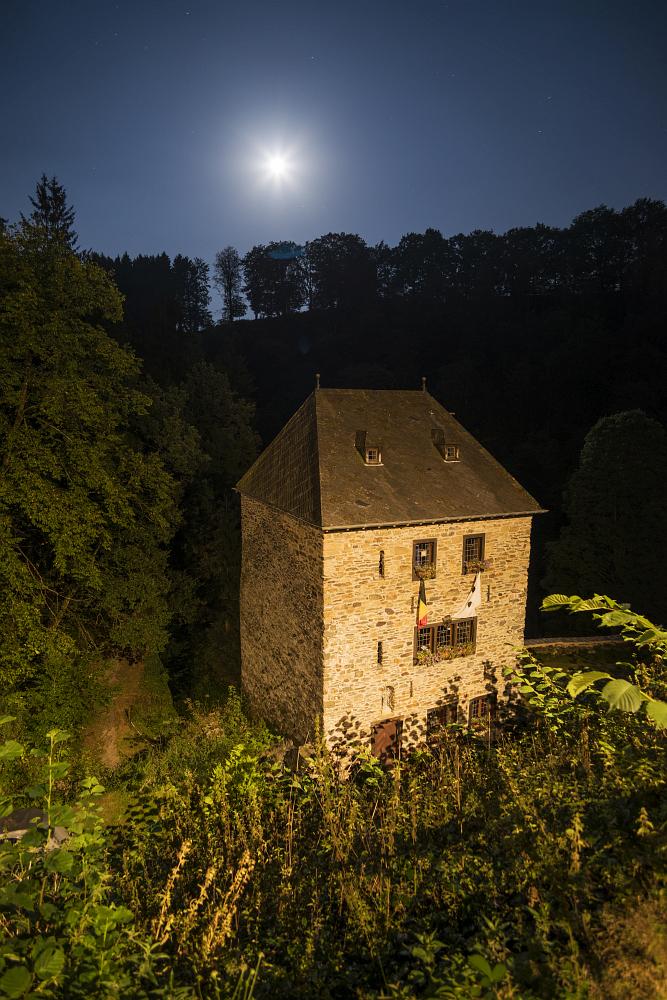 http://www.eifelmomente.de/albums/Nordeifel/Herbst/2016_09_14_Abends_Ostbelgien/2016_09_14_-_090_Burg_Reinhardstein_DNG_bearb.jpg