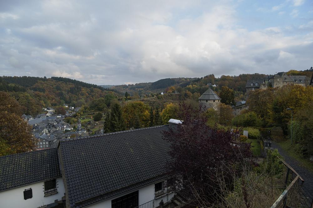 http://www.eifelmomente.de/albums/Nordeifel/Herbst/2016_10_22_Hubertusnacht/2016_10_22_-_006_Monschau_DNG_bearb.jpg