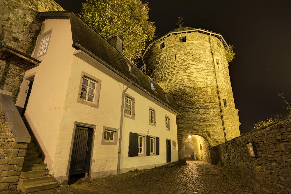 http://www.eifelmomente.de/albums/Nordeifel/Herbst/2016_10_23-26_Bei_Monschau/2016_10_26_-_167_Burg_Monschau_DNG_DRI_bearb.jpg