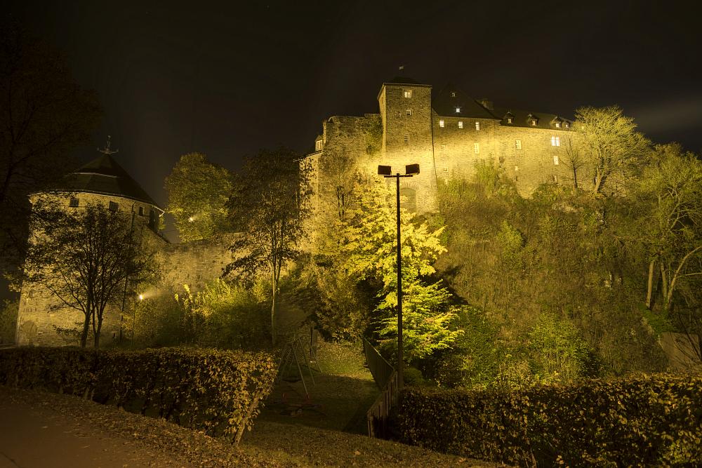 http://www.eifelmomente.de/albums/Nordeifel/Herbst/2016_10_23-26_Bei_Monschau/2016_10_26_-_173_Burg_Monschau_DNG_DRI_bearb.jpg