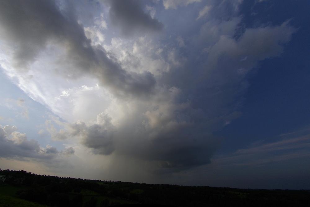 http://www.eifelmomente.de/albums/Nordeifel/Sommer/2008_08_31_Chasing_bis_Raffelsbrand/2008_08_31_-_042_Geile_Wolkenstrukturen_und_wahnsinnige_Lightshow_bearb_entzerrt_ausschn.jpg