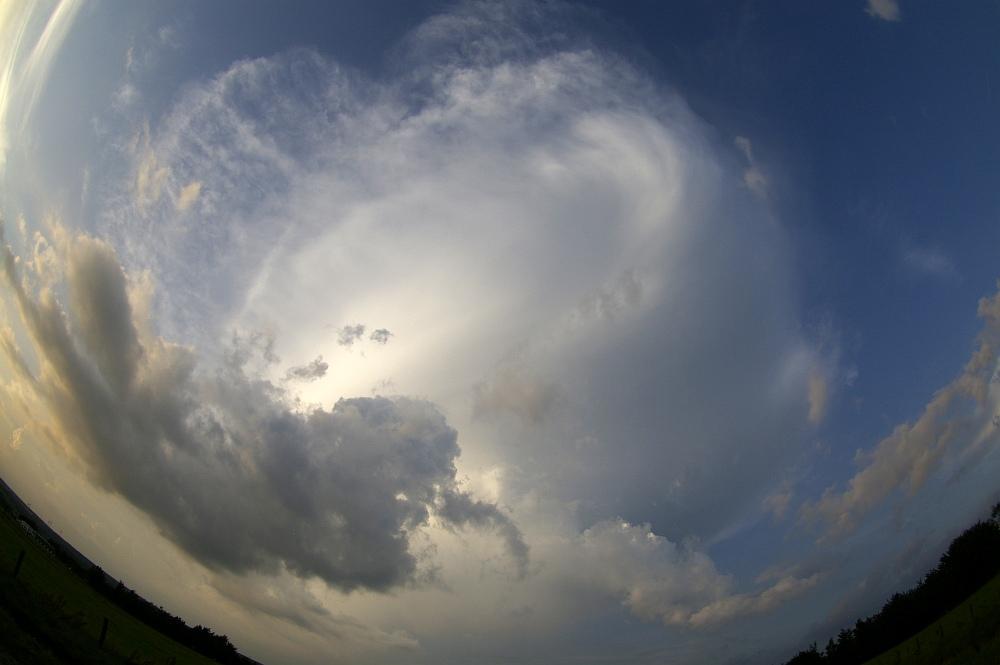 http://www.eifelmomente.de/albums/Nordeifel/Sommer/2008_08_31_Chasing_bis_Raffelsbrand/2008_08_31_-_052_Geile_Wolkenstrukturen_und_wahnsinnige_Lightshow_bearb.jpg