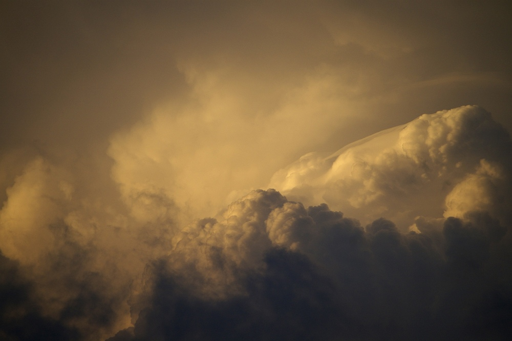 http://www.eifelmomente.de/albums/Nordeifel/Sommer/2008_08_31_Chasing_bis_Raffelsbrand/2008_08_31_-_070_Geile_Wolkenstrukturen_und_wahnsinnige_Lightshow__bearb.jpg