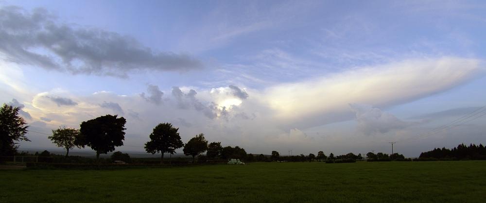 http://www.eifelmomente.de/albums/Nordeifel/Sommer/2008_08_31_Chasing_bis_Raffelsbrand/2008_08_31_-_071_Geile_Wolkenstrukturen_und_wahnsinnige_Lightshow_bearb_entzerrt_ausschn.jpg