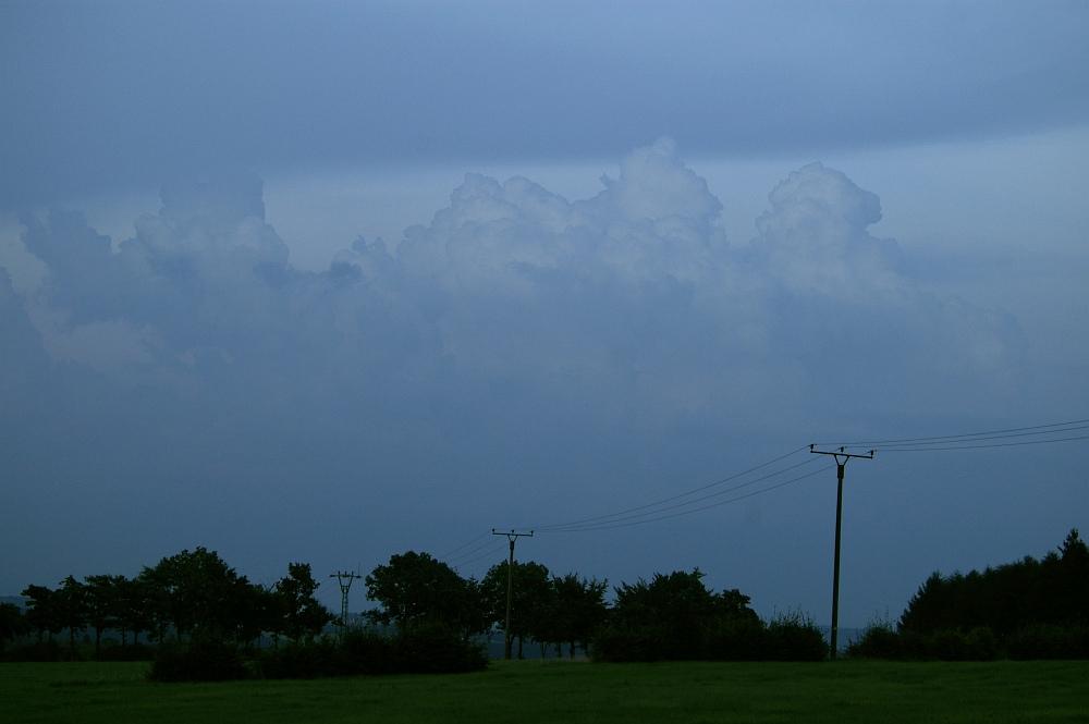 http://www.eifelmomente.de/albums/Nordeifel/Sommer/2008_08_31_Chasing_bis_Raffelsbrand/2008_08_31_-_090_Geile_Wolkenstrukturen_und_wahnsinnige_Lightshow_bearb.jpg