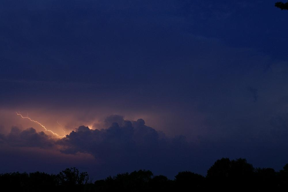 http://www.eifelmomente.de/albums/Nordeifel/Sommer/2008_08_31_Chasing_bis_Raffelsbrand/2008_08_31_-_276_Geile_Wolkenstrukturen_und_wahnsinnige_Lightshow_bearb.jpg