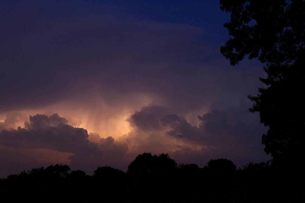http://www.eifelmomente.de/albums/Nordeifel/Sommer/2008_08_31_Chasing_bis_Raffelsbrand/2008_08_31_-_371_Geile_Wolkenstrukturen_und_wahnsinnige_Lightshow_bearb.jpg
