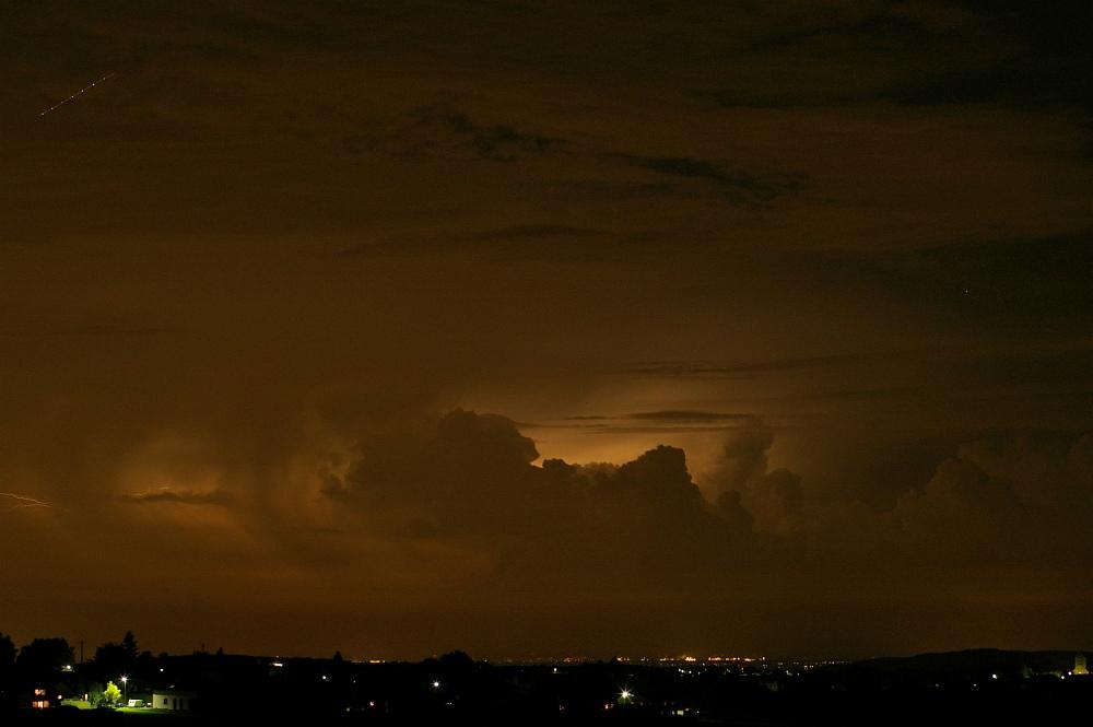 http://www.eifelmomente.de/albums/Nordeifel/Sommer/2008_08_31_Chasing_bis_Raffelsbrand/2008_08_31_-_456_Geile_Wolkenstrukturen_und_wahnsinnige_Lightshow_bearb.jpg