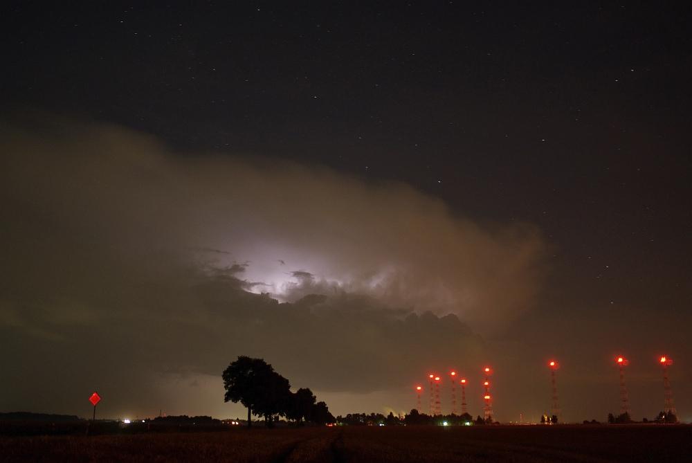 http://www.eifelmomente.de/albums/Nordeifel/Sommer/2009_07_21_Superzelle_und_Lightshows/2009_07_21_-_041_Lightshow_bei_Juelich_bearb.jpg