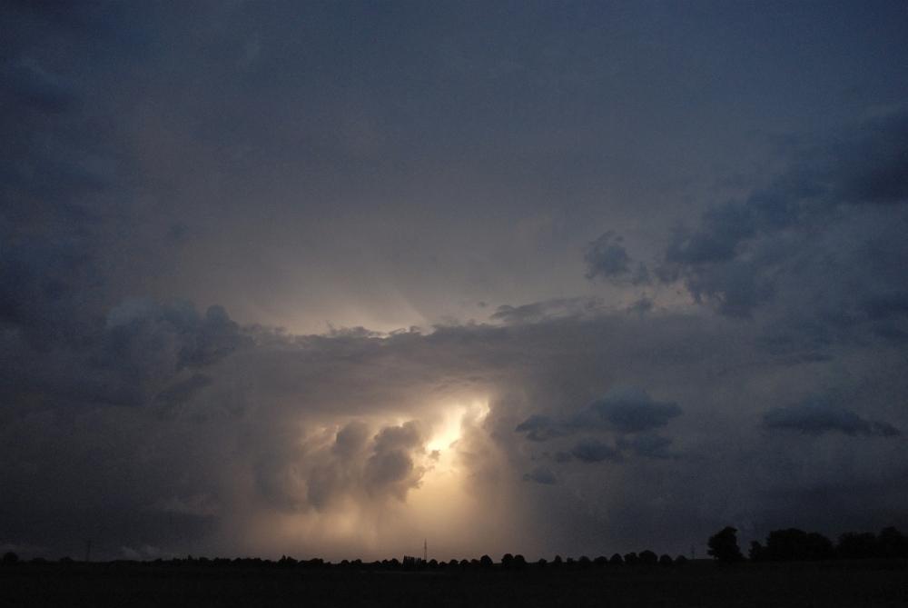 http://www.eifelmomente.de/albums/Nordeifel/Sommer/2009_07_21_Superzelle_und_Lightshows/2009_07_21_-_324_Lightshow_bei_Wegberg_bearb.jpg