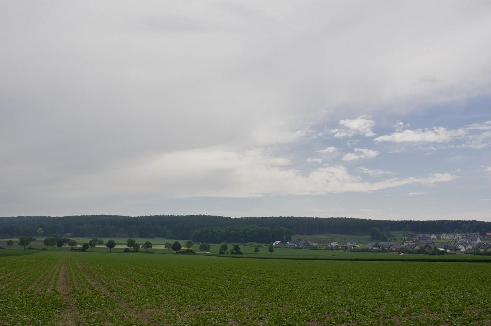 http://www.eifelmomente.de/albums/Nordeifel/Sommer/2010_06_06_Chasing_Kreis_Dueren_und_Holland/2010_06_06_-_31_Juengersdorf_DNG_bearb.jpg
