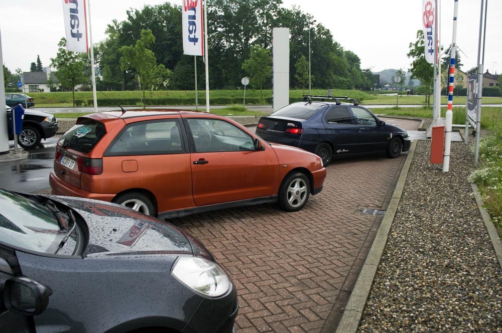 http://www.eifelmomente.de/albums/Nordeifel/Sommer/2010_06_06_Chasing_Kreis_Dueren_und_Holland/2010_06_06_-_95_Susteren_DNG_bearb.jpg