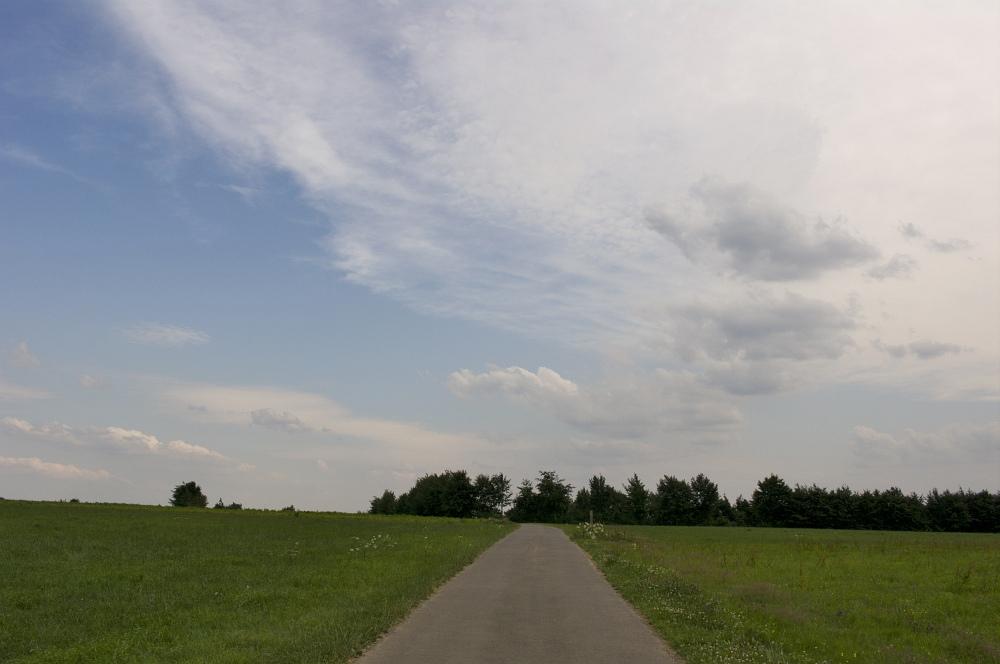 http://www.eifelmomente.de/albums/Nordeifel/Sommer/2010_07_14_Boenfront_Nordeifel/2010_07_14_-_001_Boenfront_am_Merjebur_DNG_bearb.jpg