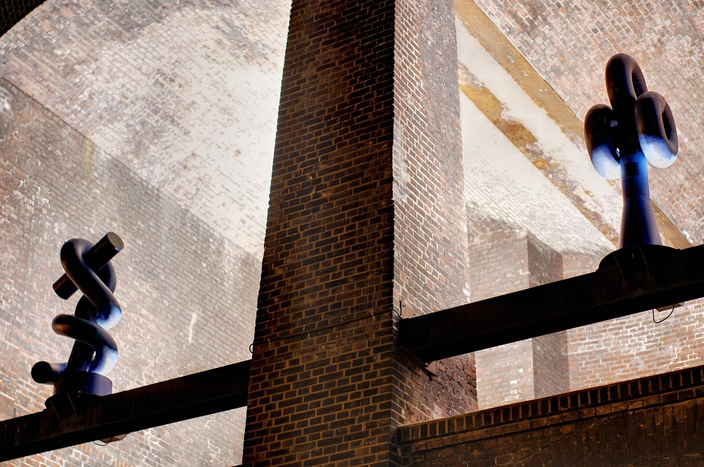 http://www.eifelmomente.de/albums/Nordeifel/Sommer/2010_07_18-18_Nachtaufnahmen_Ruhrgebiet_3/2010_07_19_-_117_Westpark_Bochum_DRI_bearb.jpg