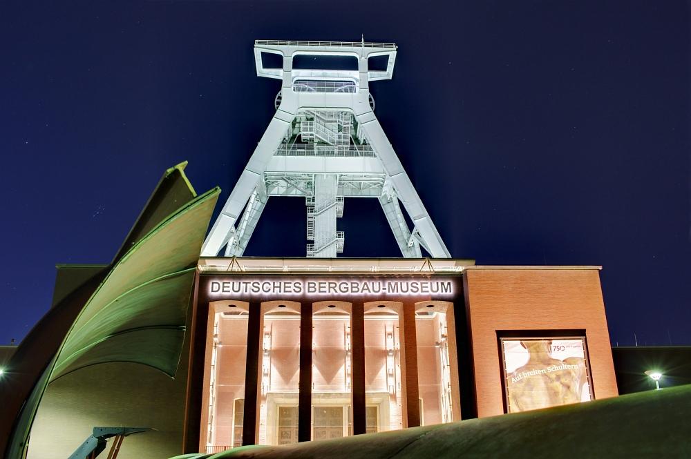http://www.eifelmomente.de/albums/Nordeifel/Sommer/2010_07_18-18_Nachtaufnahmen_Ruhrgebiet_3/2010_07_19_-_186_Bergbaumuseum_Bochum_DRI_bearb.jpg