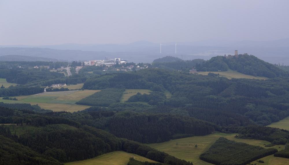 http://www.eifelmomente.de/albums/Nordeifel/Sommer/2011_06_30_Kalkeifel_Vulkaneifel/2011_06_30_-_172_Hohe_Acht_DNG_bearb.jpg