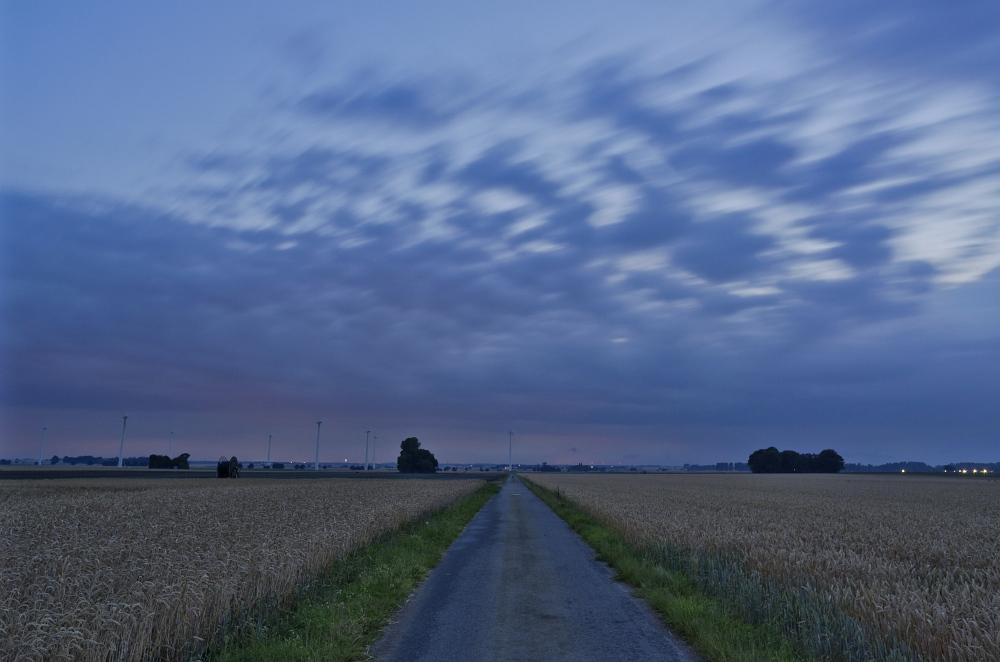 http://www.eifelmomente.de/albums/Nordeifel/Sommer/2011_07_12_Abendchasing_Juelicher_Boerde/2011_07_12_-_091_Bei_Luetzerath_DNG_bearb.jpg