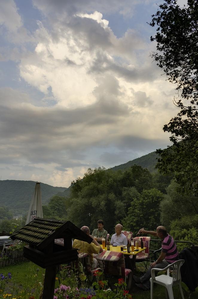 http://www.eifelmomente.de/albums/Nordeifel/Sommer/2012_07_27-28_Gewitter_Eifel/2012_07_27_-_236_Heimbach_Wetterstammtisch_DNG_DRI_bearb.jpg